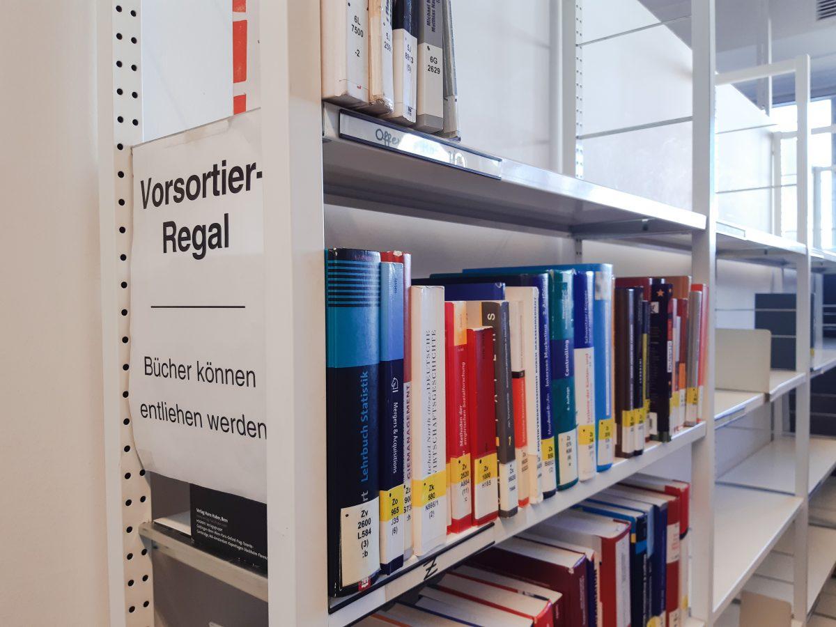Manchmal findet man ein Buch, das man vergeblich sucht … im Vorsortierregal!